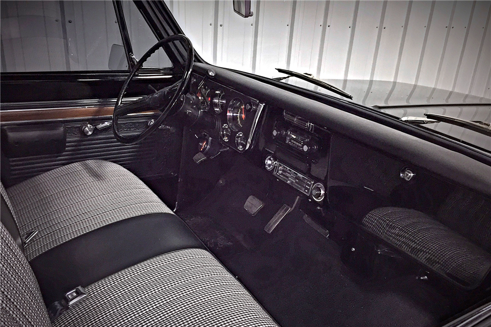 1971 CHEVROLET CHEYENNE CUSTOM PICKUP - Interior - 190494