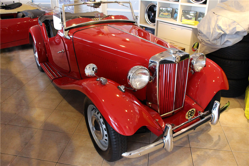 1953 MG TD ROADSTER - Front 3/4 - 190547