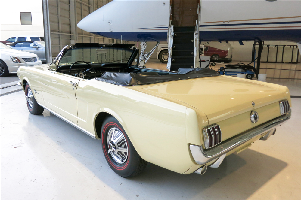 1965 FORD MUSTANG CONVERTIBLE - Rear 3/4 - 190613