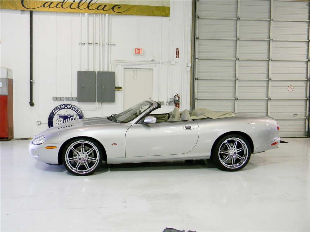 2000 JAGUAR XKR CONVERTIBLE - Side Profile - 190959