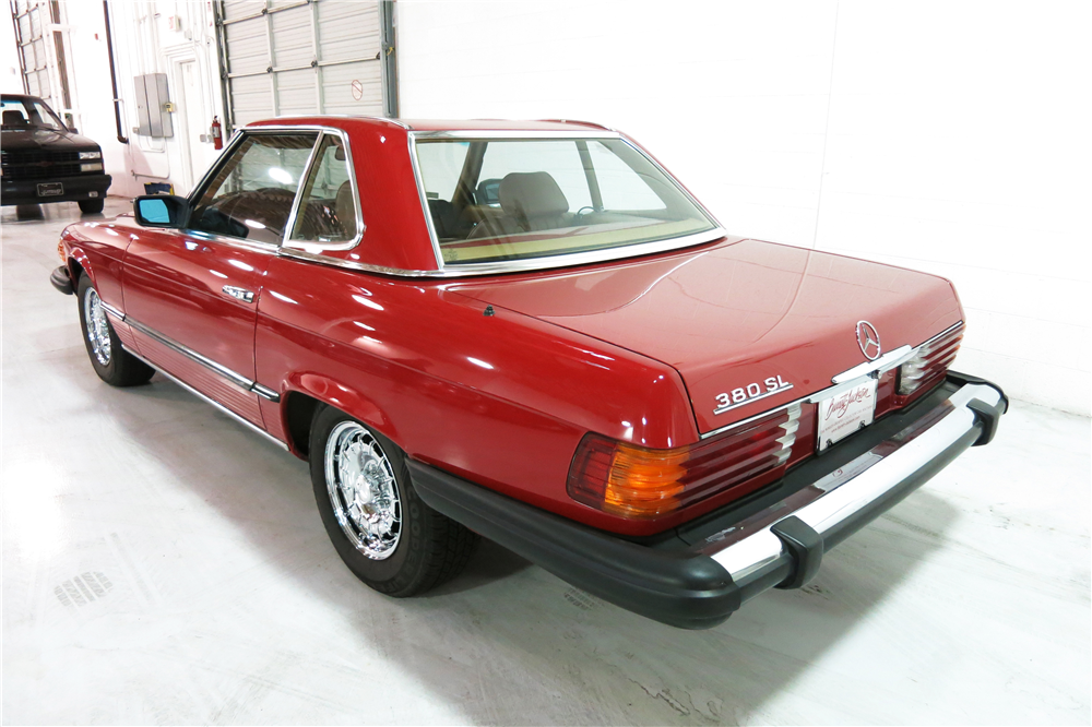1985 MERCEDES-BENZ 380SL ROADSTER - Rear 3/4 - 190961
