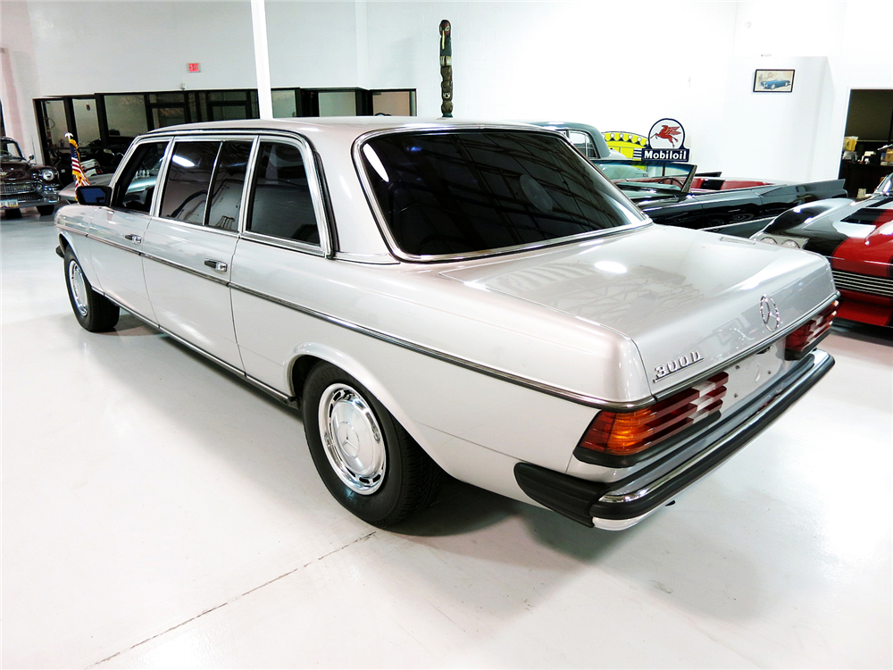 1984 MERCEDES-BENZ 300D LIMOUSINE - Rear 3/4 - 190991