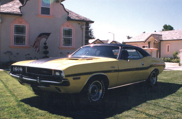 1970 DODGE CHALLENGER R/T COUPE - Front 3/4 - 19104