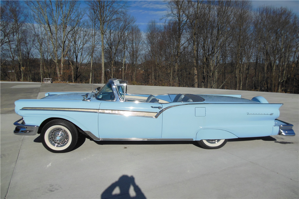 1957 FORD SKYLINER RETRACTABLE HARDTOP - Side Profile - 191064
