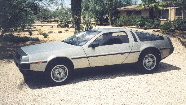 1981 DELOREAN GULLWING COUPE - Front 3/4 - 19108