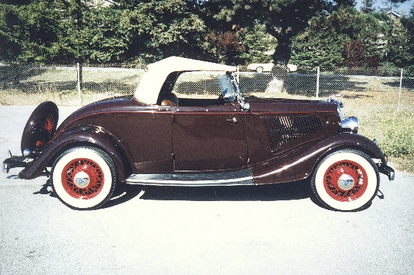 1934 FORD DELUXE ROADSTER - Front 3/4 - 19111