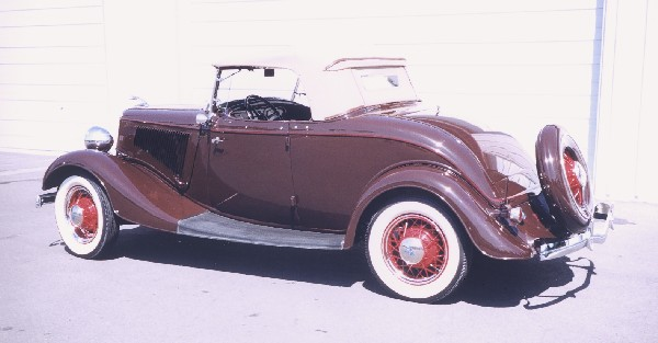 1934 FORD DELUXE ROADSTER - Rear 3/4 - 19111