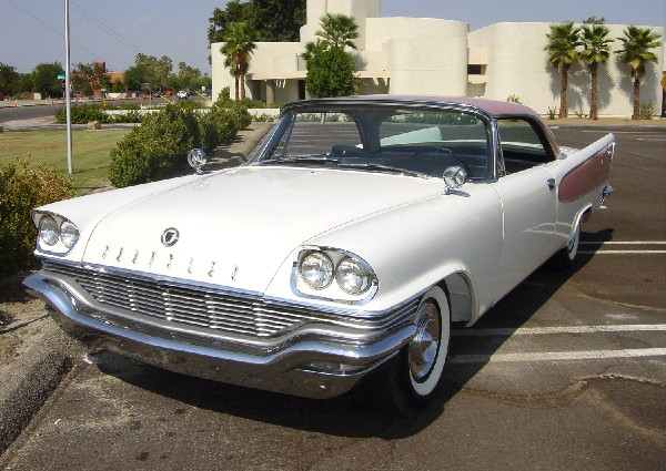 1957 CHRYSLER WINDSOR COUPE - Front 3/4 - 19115