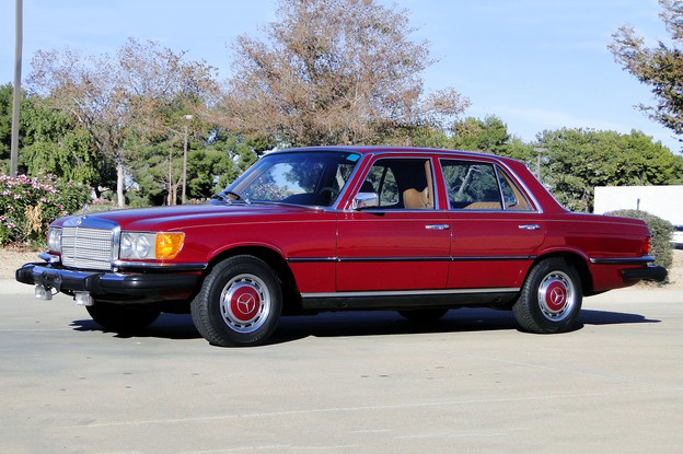 1976 MERCEDES-BENZ 450SE 4-DOOR SEDAN - Front 3/4 - 191210