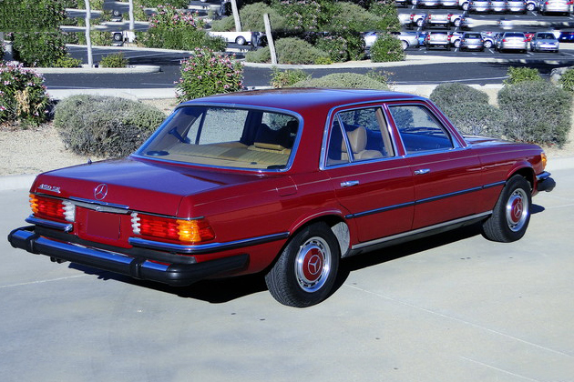 1976 MERCEDES-BENZ 450SE 4-DOOR SEDAN - Rear 3/4 - 191210
