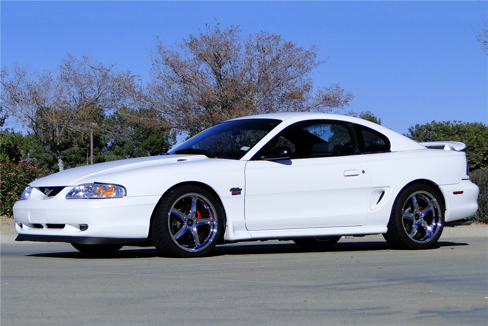 1996 FORD MUSTANG GT - Front 3/4 - 191215