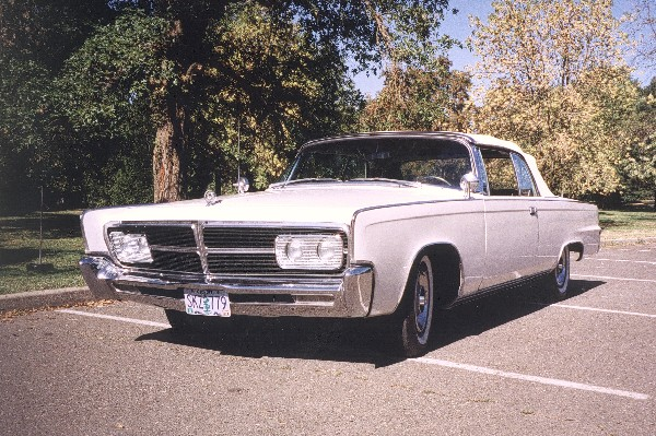 1965 CHRYSLER CROWN IMPERIAL CONVERTIBLE - Front 3/4 - 19155