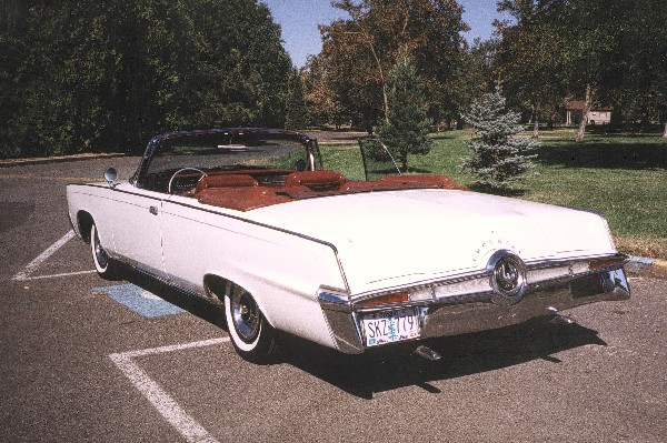 1965 CHRYSLER CROWN IMPERIAL CONVERTIBLE - Rear 3/4 - 19155