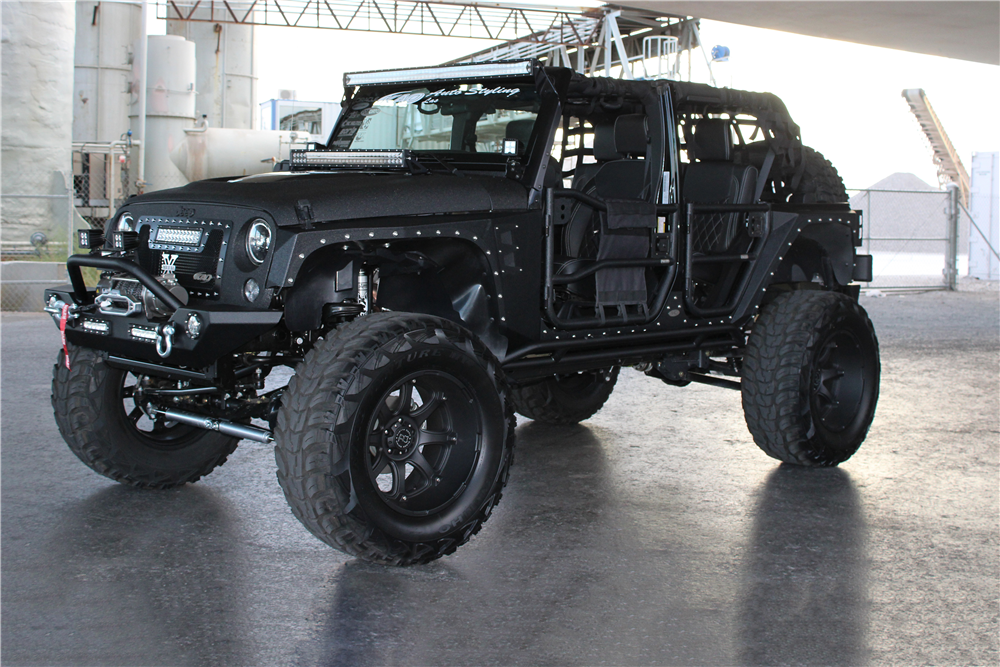 2015 JEEP WRANGLER UNLIMITED CUSTOM SUV - Front 3/4 - 191701
