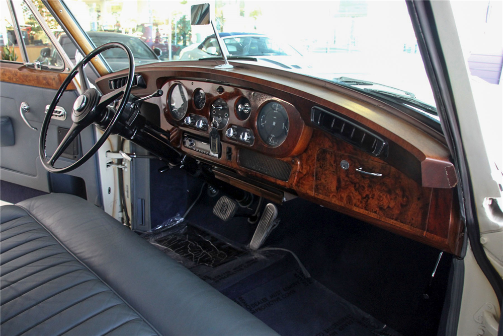 1961 ROLLS-ROYCE SILVER CLOUD II 4-DOOR SEDAN - Interior - 192505