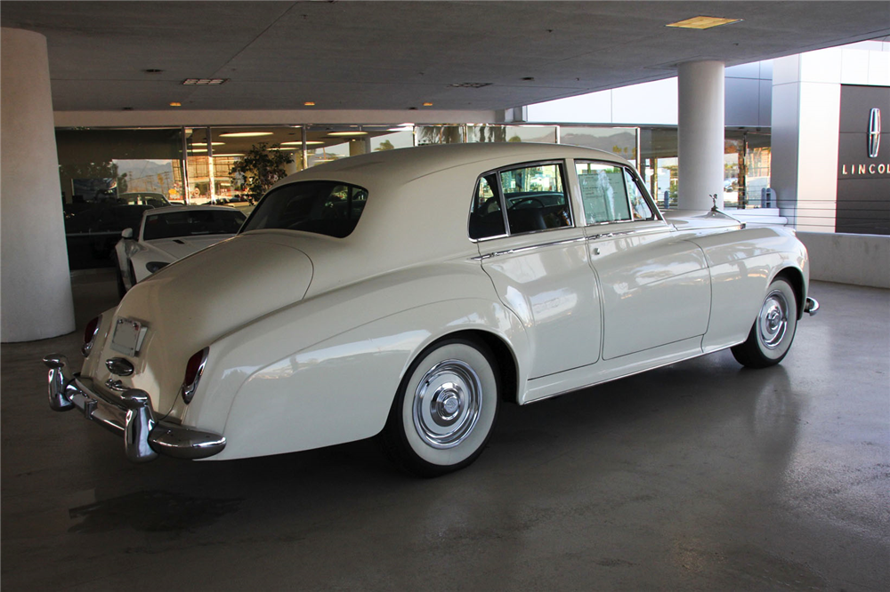 1961 ROLLS-ROYCE SILVER CLOUD II 4-DOOR SEDAN - Rear 3/4 - 192505