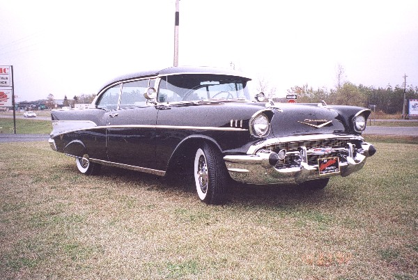 1957 CHEVROLET BEL AIR COUPE - Front 3/4 - 19323