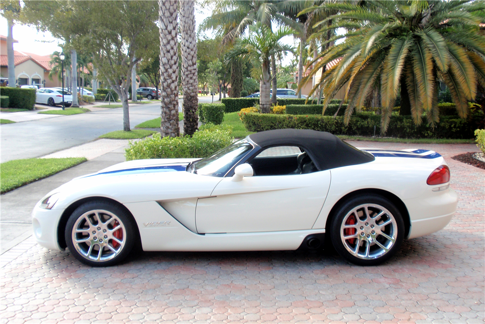 2005 DODGE VIPER CONVERTIBLE - Side Profile - 193874