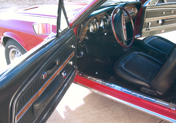 1968 FORD MUSTANG GT FASTBACK - Interior - 19392
