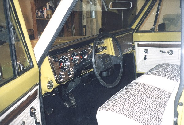 1971 CHEVROLET CHEYENNE FLEETSIDE LONG BED - Interior - 19397