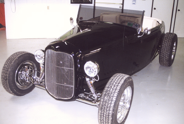 1932 FORD HI-BOY STREET ROD ROADSTER - Front 3/4 - 19410
