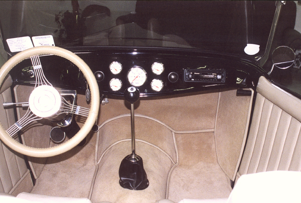 1932 FORD HI-BOY STREET ROD ROADSTER - Interior - 19410