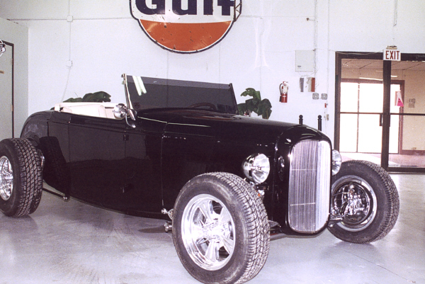 1932 FORD HI-BOY STREET ROD ROADSTER - Side Profile - 19410