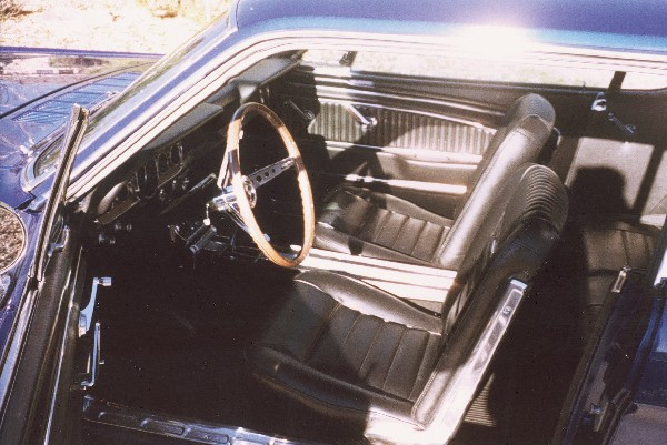 1966 FORD MUSTANG GT COUPE - Interior - 19414