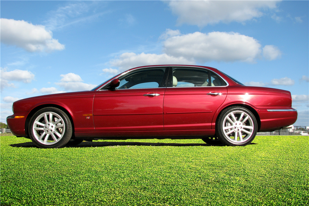 2004 JAGUAR XJR SEDAN   Side Profile   194203 ...