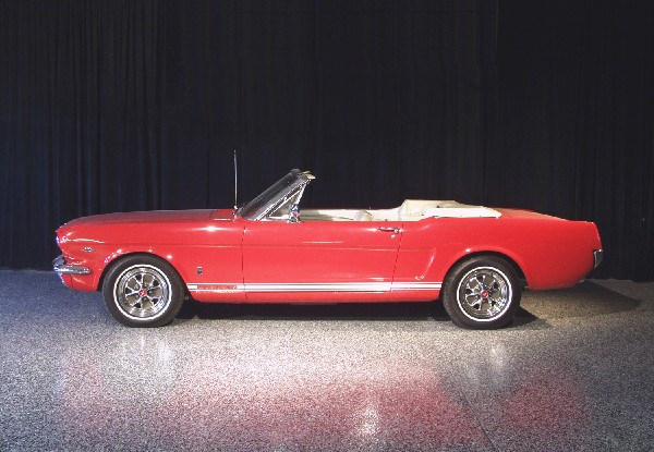 1965 FORD MUSTANG GT CONVERTIBLE - Front 3/4 - 19436