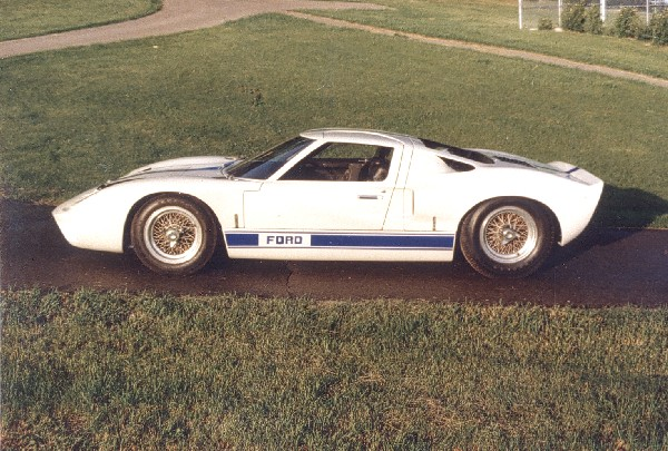 1967 FORD GT40 MARK I - Front 3/4 - 19440