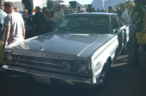 1966 PLYMOUTH SATELLITE COUPE - Front 3/4 - 19516