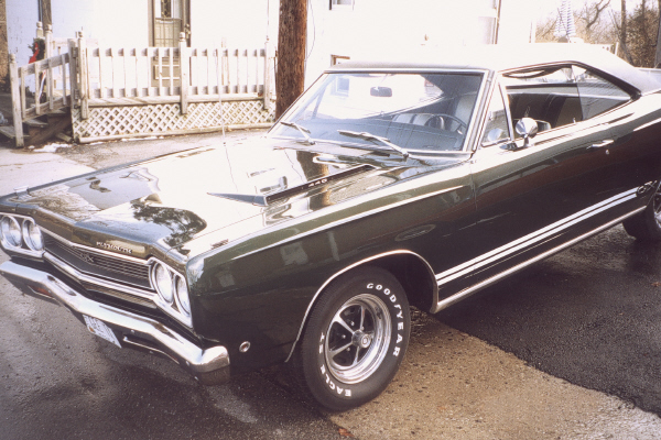 1968 PLYMOUTH GTX COUPE - Front 3/4 - 19520