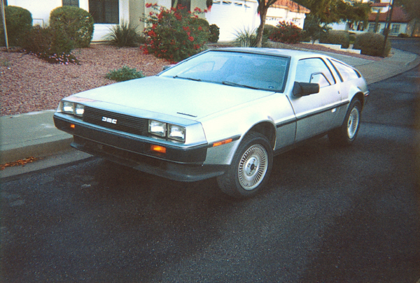 1983 DELOREAN GULLWING COUPE - Front 3/4 - 19525
