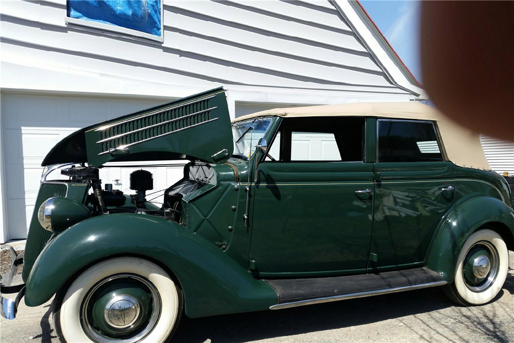 1936 FORD DELUXE PHAETON 68 CONVERTIBLE - Front 3/4 - 195258
