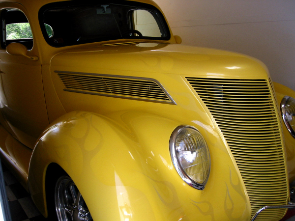 1937 FORD CUSTOM SEDAN DELIVERY - Front 3/4 - 19563