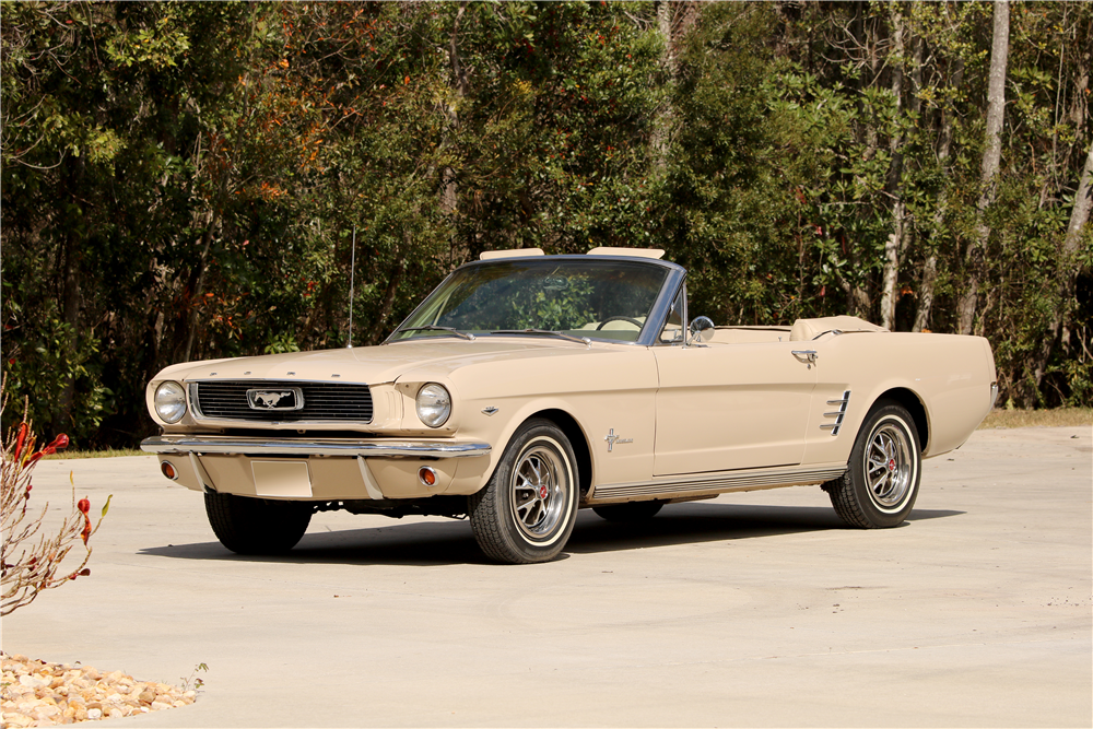 1966 FORD MUSTANG CONVERTIBLE - Front 3/4 - 195651