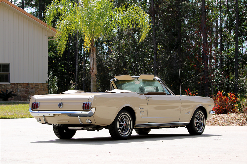 1966 FORD MUSTANG CONVERTIBLE - Rear 3/4 - 195651