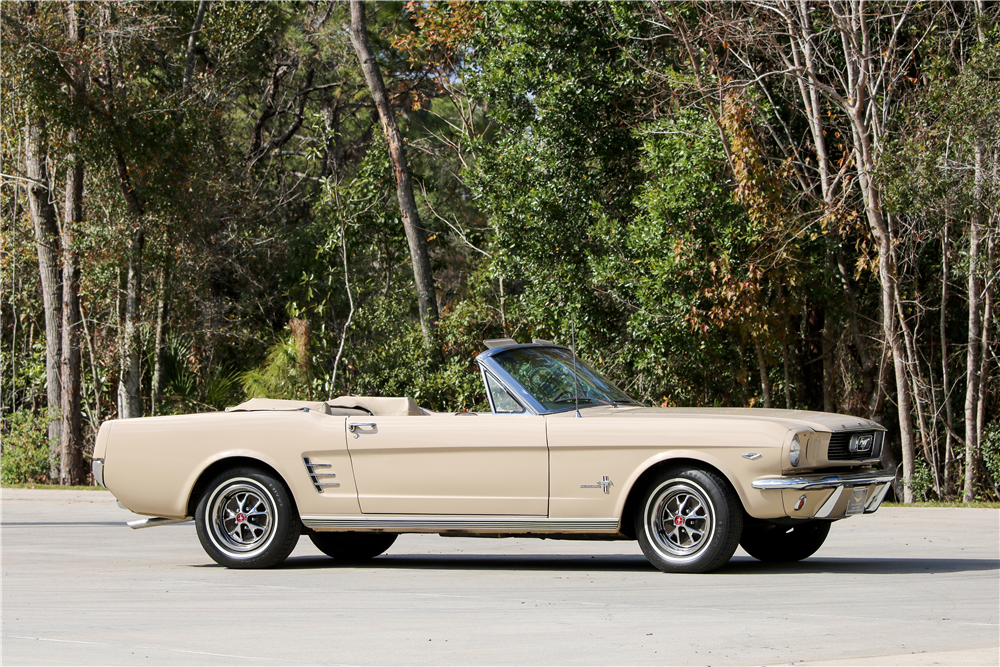 1966 FORD MUSTANG CONVERTIBLE - Side Profile - 195651