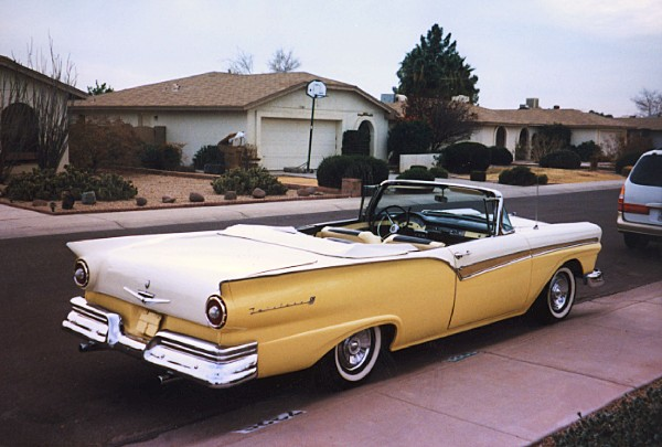 1957 FORD FAIRLANE 500 CONVERTIBLE - Rear 3/4 - 19612