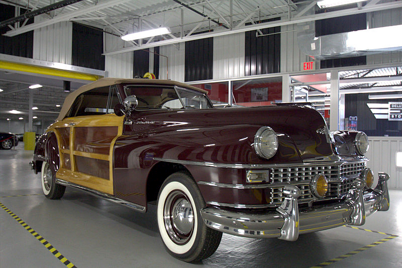 1946 CHRYSLER TOWN & COUNTRY CONVERTIBLE - Front 3/4 - 196143