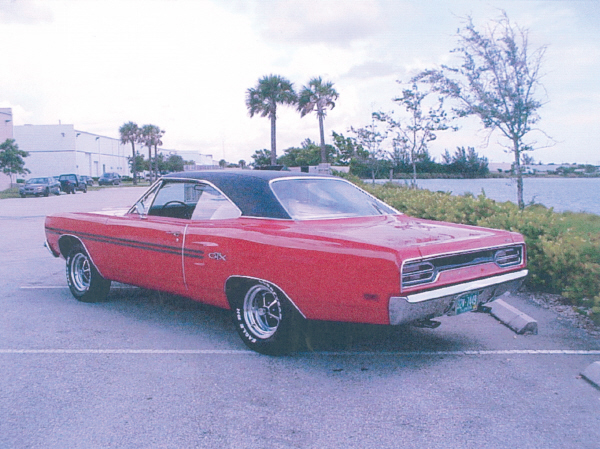 1970 PLYMOUTH GTX 2 DOOR HARDTOP - Rear 3/4 - 19670