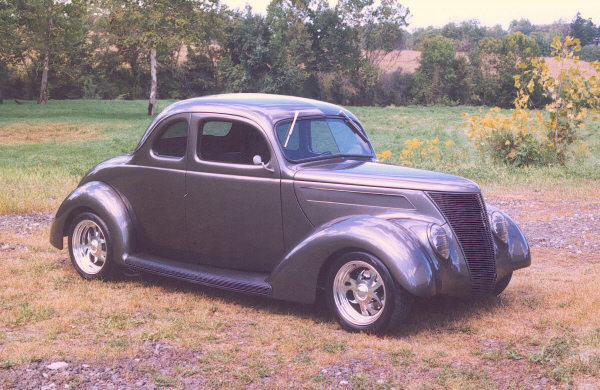 1937 FORD 5 WINDOW COUPE - Front 3/4 - 19715