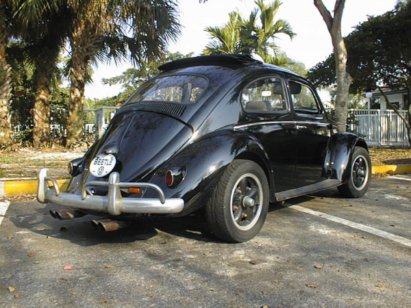 1963 VOLKSWAGEN BEETLE SEDAN - Rear 3/4 - 19756