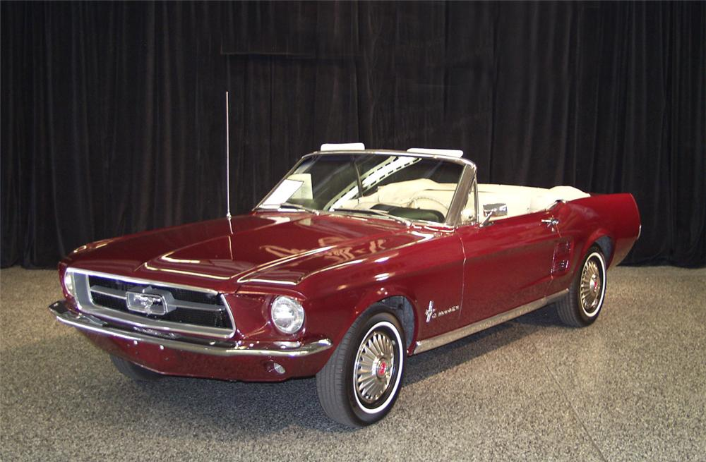 1967 FORD MUSTANG CONVERTIBLE - Front 3/4 - 19894