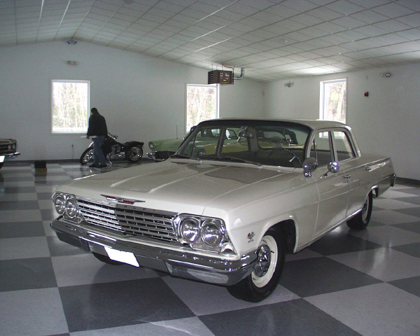1962 CHEVROLET BISCAYNE SEDAN - Front 3/4 - 19902