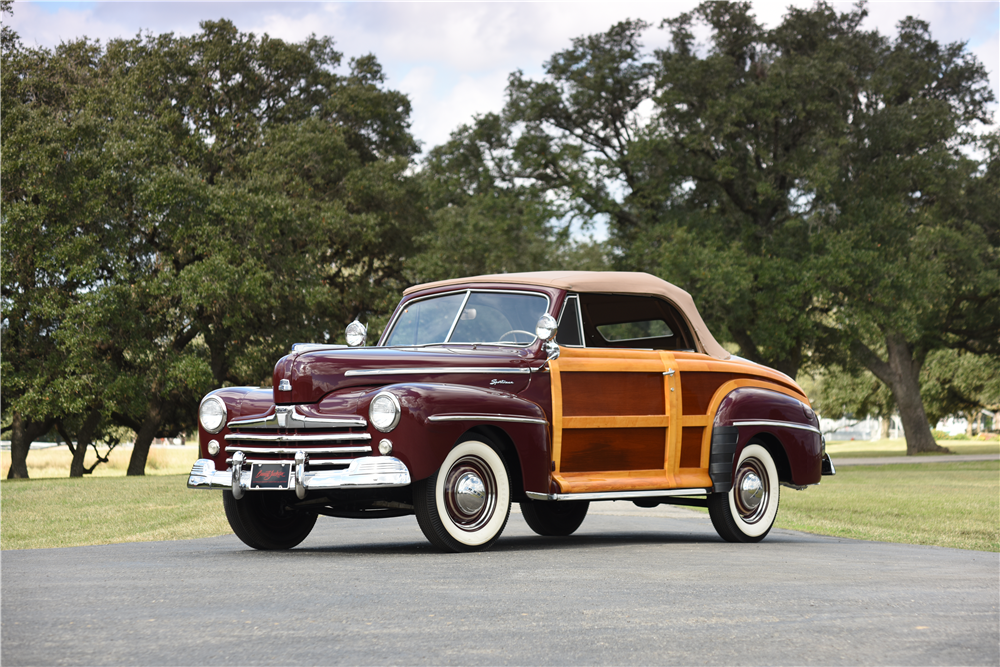 1947 FORD SPORTSMAN CONVERTIBLE - Front 3/4 - 199536