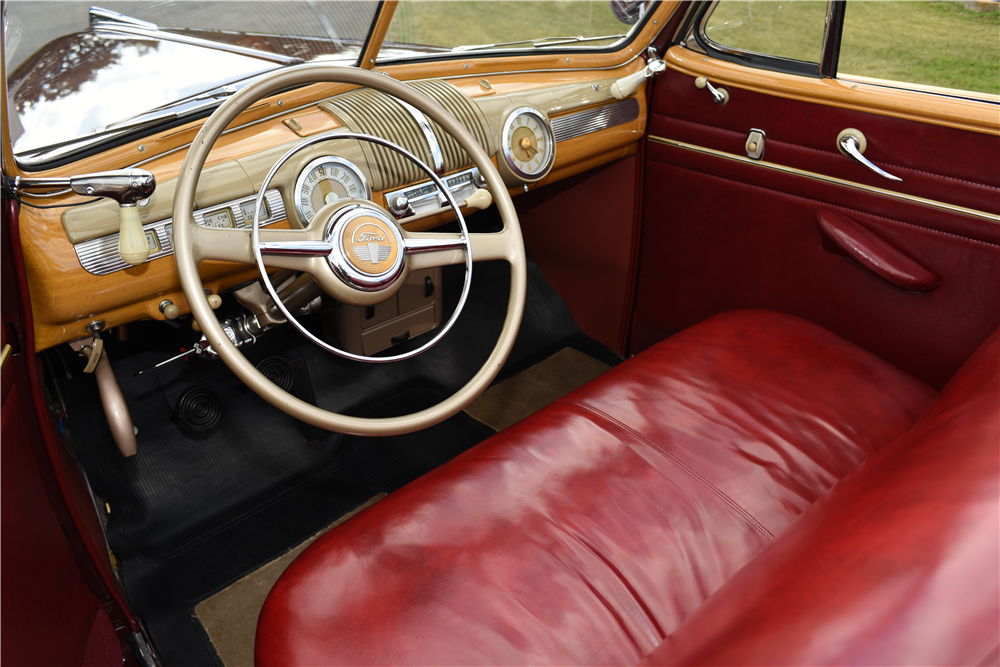 1947 FORD SPORTSMAN CONVERTIBLE - Interior - 199536