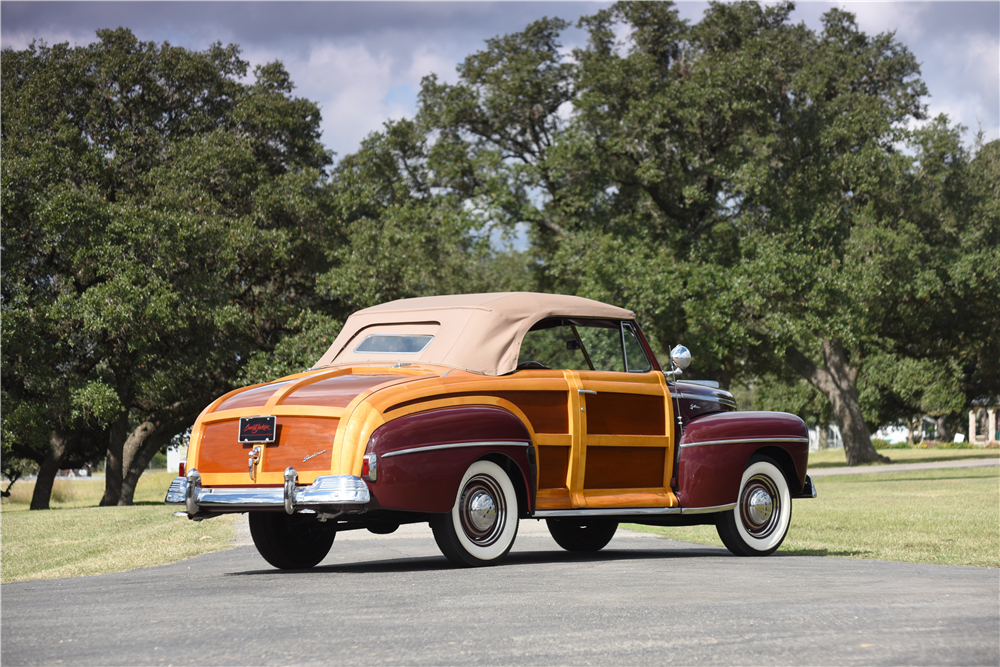 1947 FORD SPORTSMAN CONVERTIBLE - Rear 3/4 - 199536