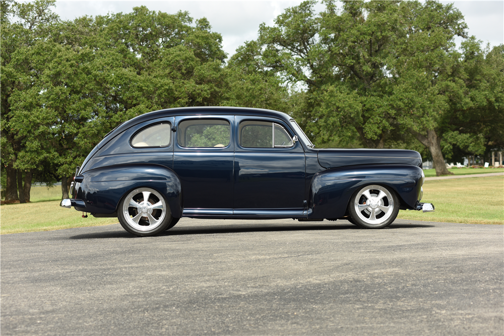 1942 ford custom 4 door sedan 200063